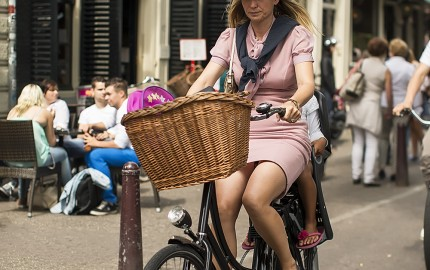 Sunday Cycle Chic In Amsterdam